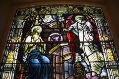 污迹玻璃窗三位一体教会 免版税库存照片