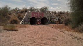 污水管子在亚利桑那沙漠 免版税图库摄影