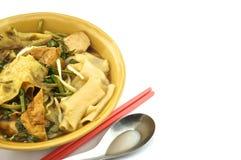 汤与筷子的白米面条 免版税库存照片
