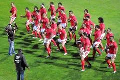 汤加Sipi Tau在橄榄球赛前的战阵舞 图库摄影