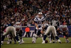 汤姆Brady投掷的通过 免版税库存照片