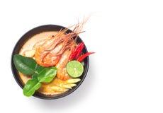 汤姆Goong传统泰国食物烹调在白色的泰国隔绝了背景 免版税库存图片