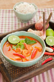 汤姆Goong泰国烹调,与柠檬香茅的大虾汤。 库存图片