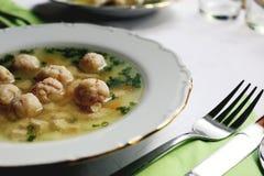 汤汤食物板材碗叉子 库存图片