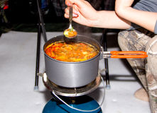 汤用在平底锅的蘑菇 图库摄影