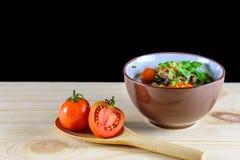 汤用牛肉、菜和骨头汤作为基地 免版税库存图片