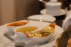 汤的三个部分在餐馆 免版税库存照片
