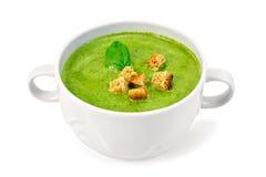 汤纯汁浓汤用油煎方型小面包片和菠菜在碗 库存照片