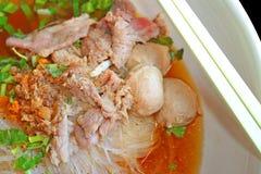 汤面用猪肉和丸子 库存图片