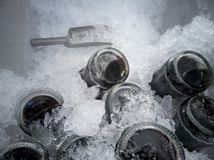 汽水或可乐在冰桶喝的能止干渴 库存图片
