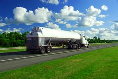 汽油加速的卡车 库存图片