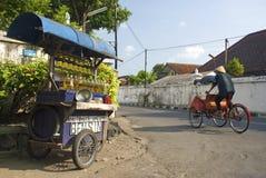 汽油摊位和出租机动三轮车出租汽车在独奏城市印度尼西亚 图库摄影