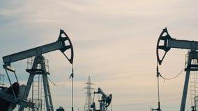 汽油有数的提取站点井架 石油工业,石油工业,石油部门概念 股票视频