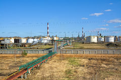 汽油的石油精炼和生产的工厂 免版税图库摄影