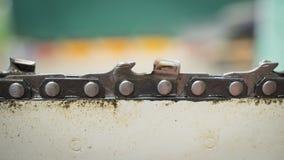 汽油锯 手工具修理  木材加工 木匠业事务 技术的技术支持 免版税库存图片