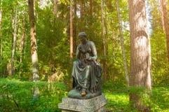 汽笛风琴铜雕塑-史诗和知识冥想  Pavlovsk的,圣彼德堡,俄罗斯老西尔维娅公园 库存照片