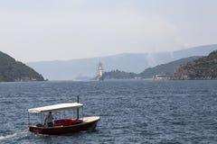 汽船和一艘大帆船在科托尔湾 免版税库存图片