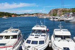 汽船在小游艇船坞 免版税库存照片