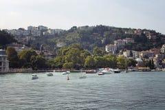 汽艇和游艇,大厦看法  免版税库存图片