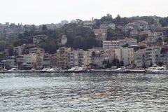 汽艇和游艇,大厦看法  免版税图库摄影