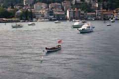 汽艇和游艇,大厦看法  免版税库存照片