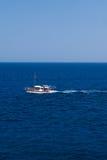 汽艇和速度在蓝色海 免版税库存图片