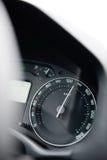 汽车与指向上流的针的车速表特写镜头130 km/ 免版税库存照片