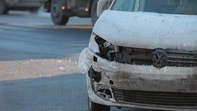 汽车事故在交叉点的 影视素材