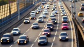汽车交通在桥梁的 Defocused录影 股票视频