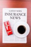 汽车保险新闻报纸 免版税图库摄影