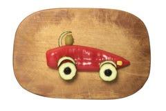 汽车做用红辣椒、黄瓜和橄榄在切板 免版税图库摄影