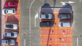 汽车停车场被观看从timelapse,鸟瞰图上 股票录像