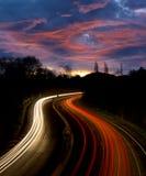 汽车光在路的晚上 库存图片