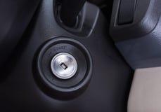 汽车内部引擎启动键 免版税库存图片