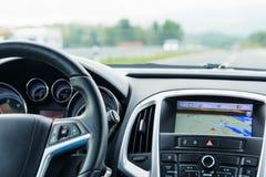 汽车内部驾驶和航海 免版税库存图片