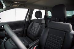 汽车内部:前面汽车座位 免版税库存照片