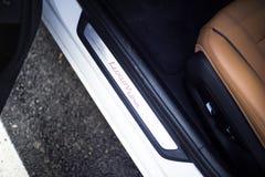 汽车内部:门基石豪华插入物 免版税库存照片