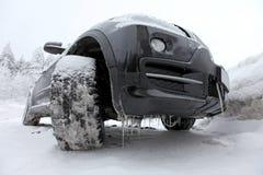汽车冰冷的suv 库存照片