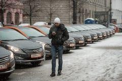 汽车分享-一辆新的服务出租汽车的开头每minut 免版税库存图片
