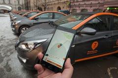 汽车分享-一辆新的服务出租汽车的开头每minut 图库摄影