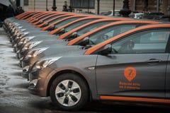 汽车分享-一辆新的服务出租汽车的开头每minut 免版税库存照片