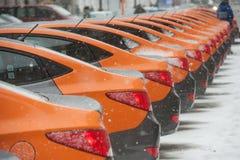 汽车分享-一辆新的服务出租汽车的开头每minut 库存照片
