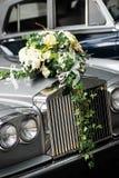汽车前婚礼 免版税库存照片