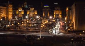 汽车前灯夜踪影  Freezelight 夜Kyiv 基辅 免版税库存图片