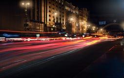 汽车前灯夜踪影  Freezelight 夜Kyiv 基辅 库存图片