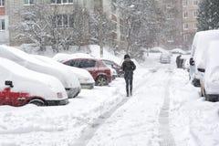 汽车包括雪 莫斯科俄国 免版税图库摄影