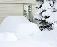 汽车包括雪 免版税库存照片