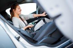 汽车司机女性音乐使用 图库摄影
