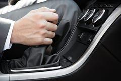 汽车司机的手  免版税库存图片