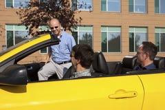汽车合并工作的同事办公室 免版税库存图片